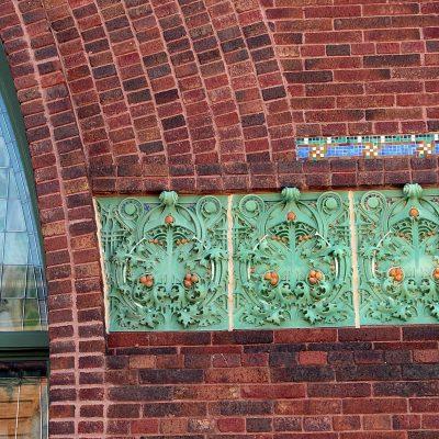 Figure 6 Front facade - detail